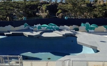Using Fiberglass for an Outdoor Aquatics Stage